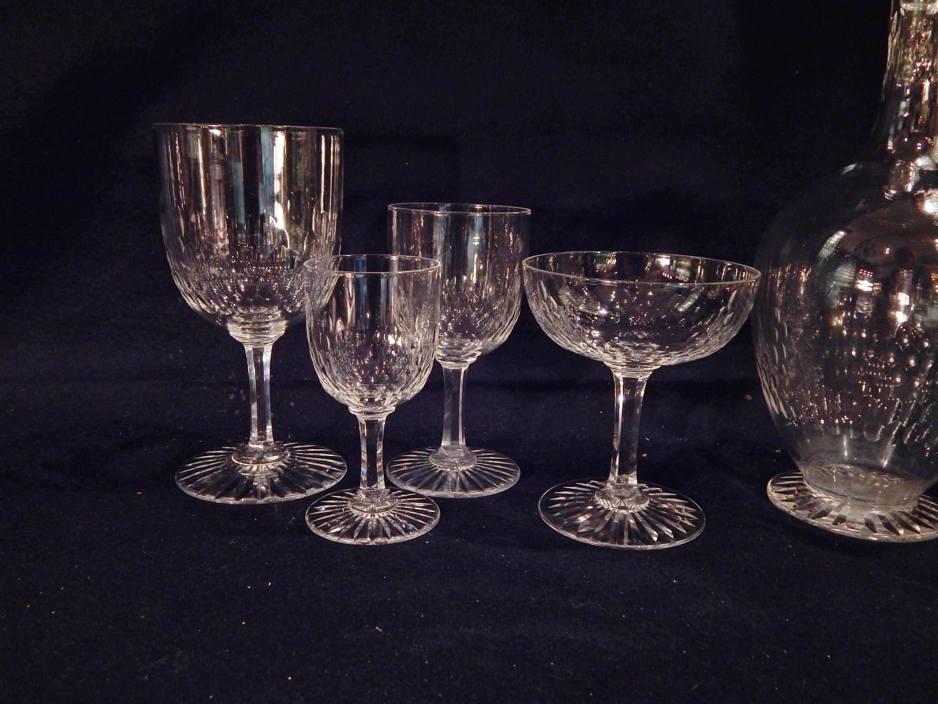 20 verres eau 8 vin 8 coupes grains d 39 orge baccarat cristal catalogue cristal de. Black Bedroom Furniture Sets. Home Design Ideas