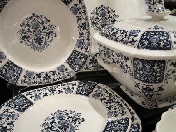 service 52 pi ces carr bleu gien fa ence catalogue cristal de france nicolas giovannoni. Black Bedroom Furniture Sets. Home Design Ideas