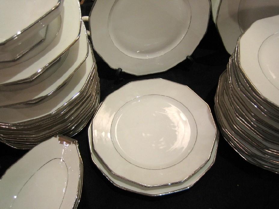 70 pi ces filet platine legrand limoges porcelaine catalogue cristal de france. Black Bedroom Furniture Sets. Home Design Ideas
